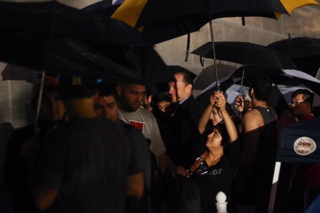 iPhone 6 line at Highland Village, Houston -- where it's raining [Image credit: Houston Chronicle]