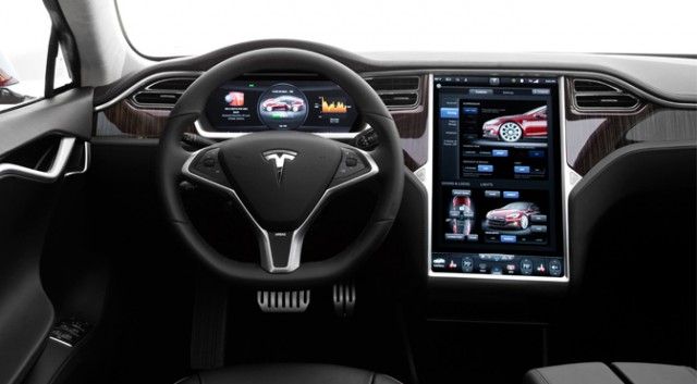 Tesla swings by DEF CON in search of car hackers to secure the Model S