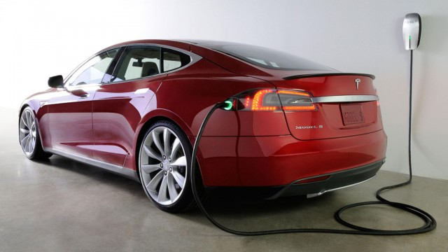 Tesla starts offering Model S battery swaps, for fast 'refueling' at Supercharger stations
