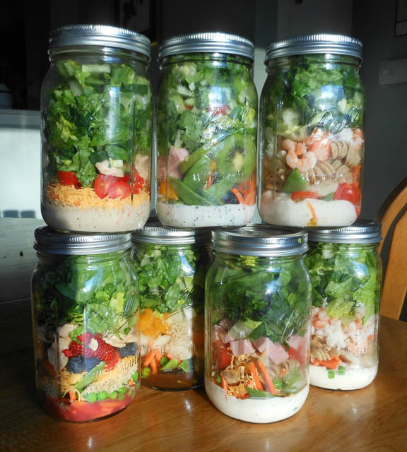 using mason jars to transport your salad